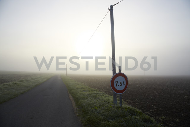 France, Burgundy, Fields and street near La Machine - DHL000179