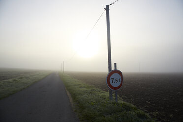 France, Burgundy, Fields and street near La Machine - DHL000179