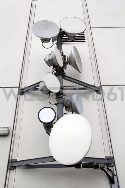 Germany, Berlin, Satellite dishes - JM000264 - Pascal Miller/Westend61
