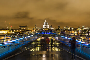 UK, London, view from Millennium Bridge to illuminated St Pauls Cathedral - DISF000176