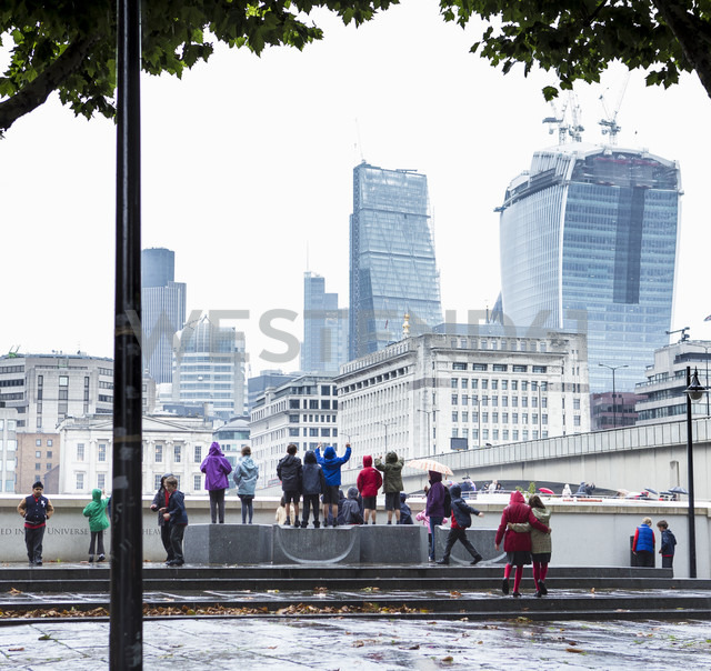 UK, London, children playing, in the background The Pint and the Leadenhall Building - DIS000212