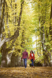 Happy young couple enjoying autumn in a park - BGF000030