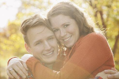 Portrait of happy young couple, close-up - BGF000022