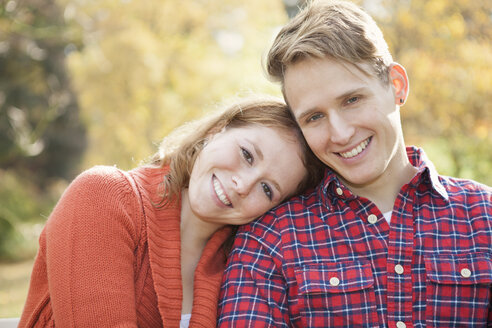 Portrait of happy young couple, close-up - BGF000024
