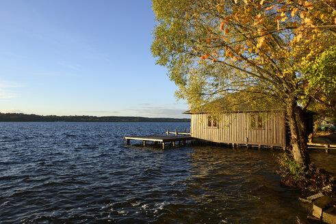 Germany, Bavaria, Upper Bavaria, lake Starnberg, boathouse near Ammerland - LH000308