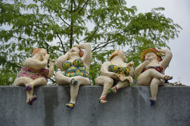Pottery figures of four women - AX000529