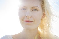 Portrait of smiling young woman, close-up - BGF000040
