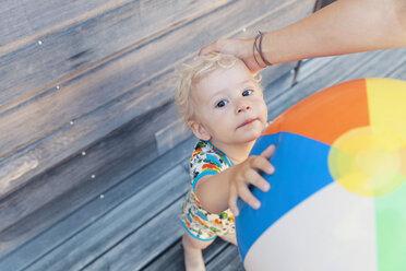 Portrait of little boy holding beach ball - MFF000663