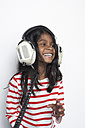 Portrait of smiling girl hearing music with headphones - FSF000304