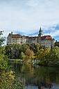 Germany, Baden Wuerttemberg, Sigmaringen Castle at Danube river - EL000634
