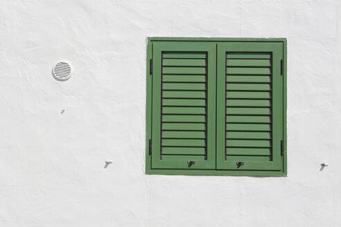 Spain, Lanzarote, Puerto del Carmen, Green shutter on house front - JATF000469