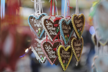 Germany, North Rhine-Westphalia, Cologne, gingerbread hearts - JATF000447