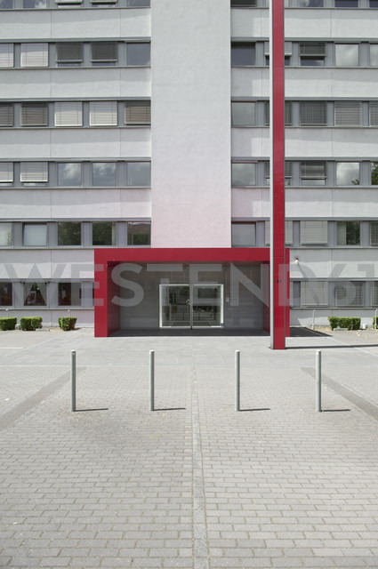 Germany, North Rhine-Westphalia, Duesseldorf, partial view with entrance of an office building - VI000028