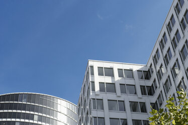Germany, North Rhine-Westphalia, Duesseldorf-Golzheim, part of facade of office building Sky-office - VI000136