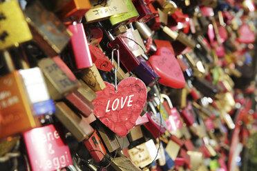 Germany, North Rine-Westphalia, Cologne, love locks at Hohenzollernnbruecke, close-up - JAT000486