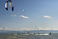 Germany, Baden-Wuerttemberg, Fischbach, Kitesurfers on Lake Constance - SH001021