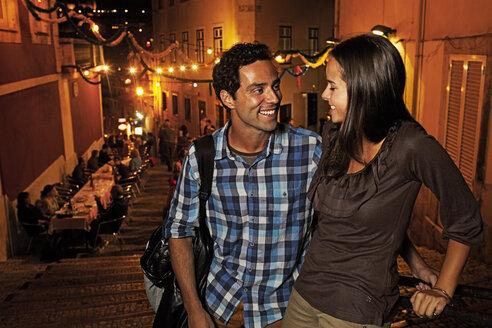 Portugal, Lisboa, Carmo, Calcada du Duque, young couple looking for restaurant - BIF000014