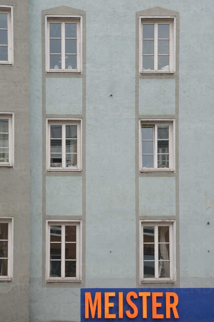 Germany, Bavaria, Munich, part of grey house front with windows and sign - AX000576 - Axel Ganguin/Westend61