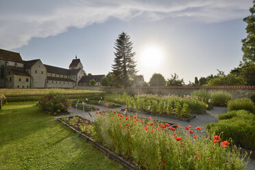 Germany, Baden-Wurttenberg, Reichenau Island, View of Reichenau Abbey and cloister garden - SH001062