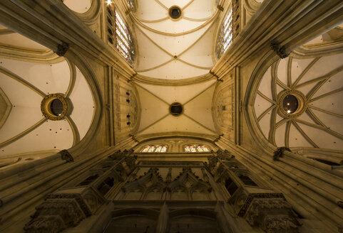 Germany, Bavaria, Regensburg, Regensburg Cathedral, arched ceiling - SJ000074