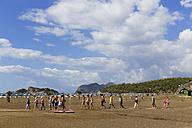 Turkey, Dalyan, Tourists walking on Iztuzu beach - SIE004747