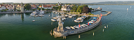 Germany, Bavaria, Lindau, Boats in harbour - SH001108