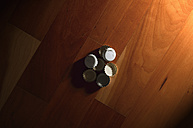 Bottle caps on parquet flooring - VI000151
