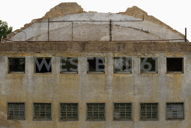 Germany, Brandenburg, Wustermark, Olympic village 1936, facade of indoor swimming bath - VI000155 - visual2020vision/Westend61