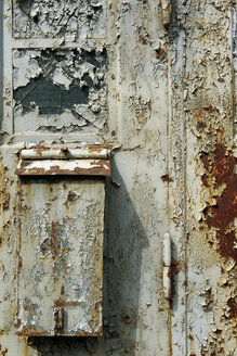 Germany, Brandenburg, Wustermark, Olympic village 1936, detail of rusted garage door - VI000059