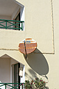 Spain, Fuerteventura, part of facade with rusty satellite dish - VI000084