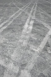 Spain, Fuerteventura, Puerto de La Cruz, car tracks on grey ground - VI000104