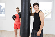 Austria, Klagenfurt, Couple in boxing training - DAWF000027