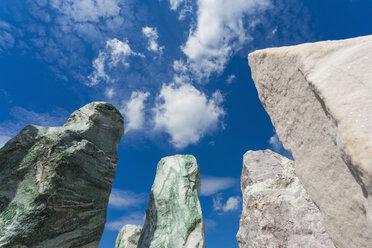 Germany, Baden-Wuerttemberg, Remseck, erratic blocks, stones, quartz, marble, solitary stone - WDF002116