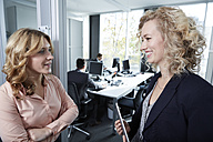 Germany, Neuss, Business people chatting in office - STKF000818