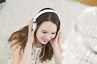 Young woman wearing headphones - DRF000323