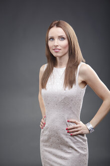Portrait of a young woman, studio shot - VTF000053