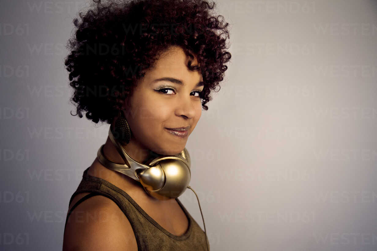 Portrait of female Afro-American with headphones - NGF000053 - Nadine Ginzel/Westend61