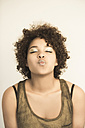 Portrait of female Afro-American pouting - NGF000060