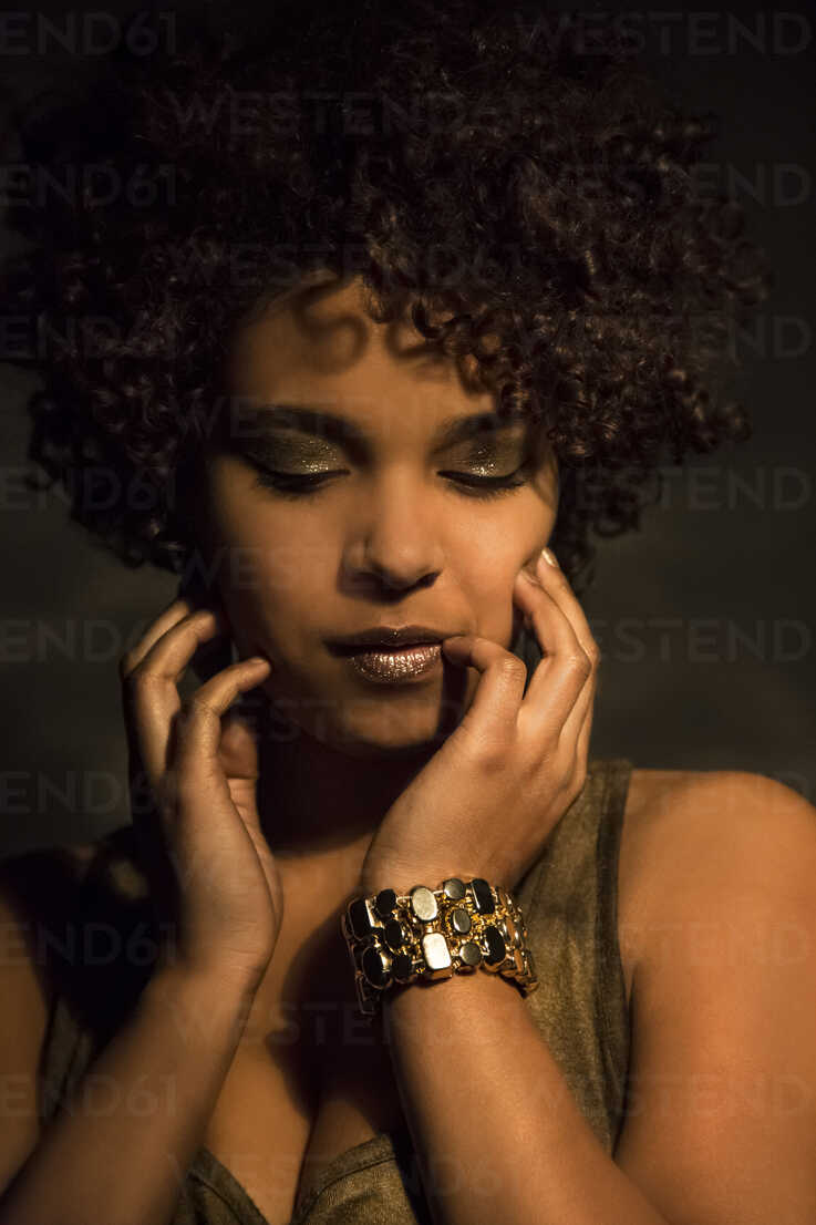 Portrait of female Afro-American with golden make up and bracelet - NGF000073 - Nadine Ginzel/Westend61