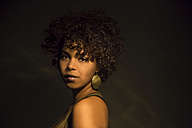 Portrait of female Afro-American with golden earring - NGF000074