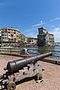 Italy, Liguria, Rapallo, Cannon and castle at the coast - AM001432