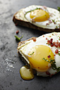 Fried eggs, chives, bacon and bread - KSW001168