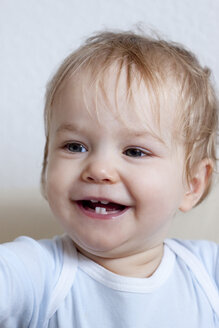 Portrait of smiling toddler - JFEF000235