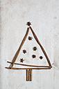Christmas tree shaped by cinnamon sticks and star anise - SBDF000350