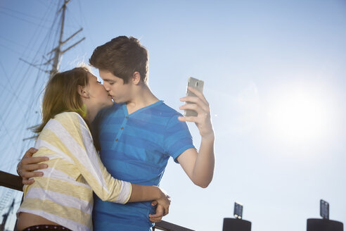 Teenage couple kissing while photographing themself - MVC000042