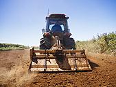 Australia, Carnarvon, Farmer  ploughing chili farm - MBE000971