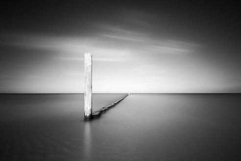 Germany, Mecklenburg-Western Pomerania, Usedom, breakwater in the sea, long exposure - WA000044