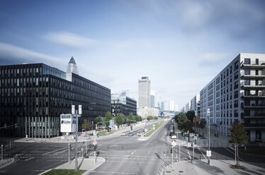 Germany, Hesse, Frankfurt, crossroad at European quarter with view to skyline - WAF000034