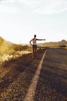 Australia, Young woman hitchhiking - MBEF001004