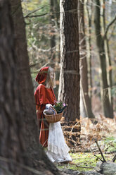 Girl masquerade as Red Riding Hood standing in the wood - CLPF000035